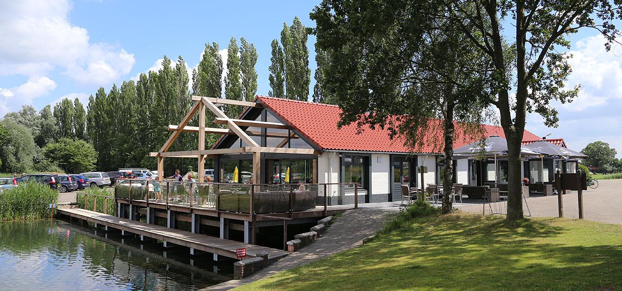 Sfeervol restaurant de Berenkuil gelegen an het water in Putten, Nijkerk